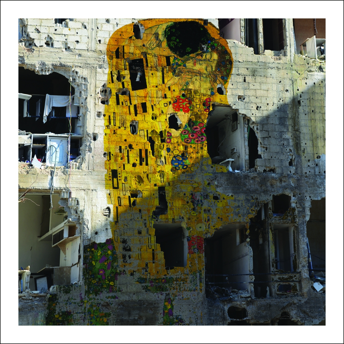 Tammam_Azzam_Syrian_Museum___Gustav_Klimts_The_Kiss_Freedom_Graffiti_
