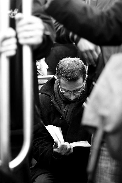 lire-metro-tuer-temps-tuer-gens-L-kHVXG2