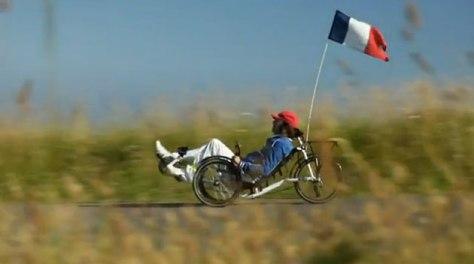 Phillipe-katerine-sur-son-vélo-couché